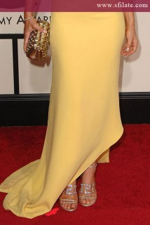 Fergie in abito Calvin Klein Calvin sul red carpet dei 50imi GRAMMY Awards