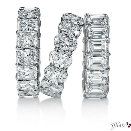 Harry Winston - Da sinistra, fedi con diamanti taglio radiant, ovale e smeraldo