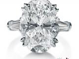 Harry Winston - Anello in platino con diamante ovale e diamanti taglio baguette