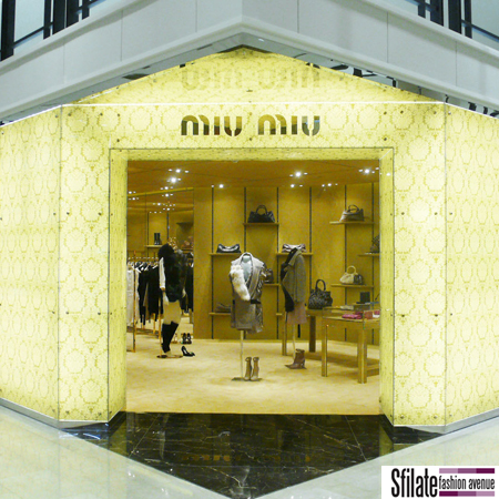 L'ingresso del flagship store a Seoul per Miu Miu
