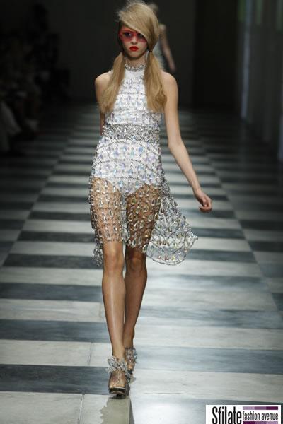 eb50e4a37d Le idee vestono la donna Prada - SFILATE