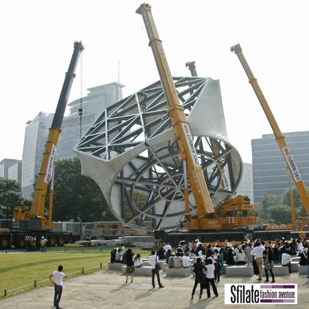 I lavori della quarta ed ultima fase del Prada Transformer a Seoul (1)