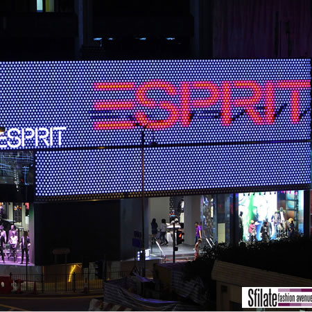 Esprit  Back to the Future   nuovo flagship a Hong Kong 6151a309818