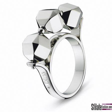 bliss: anello in acciaio e un diamante. Prezzo al pubblico 59,00 euro