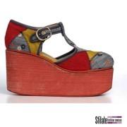 1974. Sandalo con tomaia in patchwork di velluto, denim e suede.  Zeppa in gomma micro rossa. (PV)