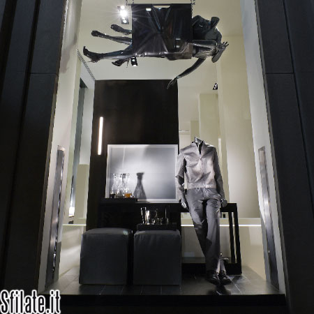 Gli articoli per la casa brillano nella vetrina di calvin for Articoli di design per la casa