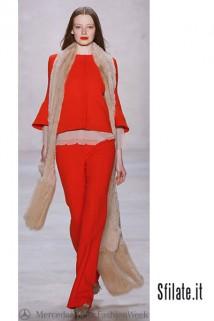 A Berlino ha sfilato la collezione donna SCHUMACHER per il prossimo autunno  inverno 2011-12. ed74f16d03b