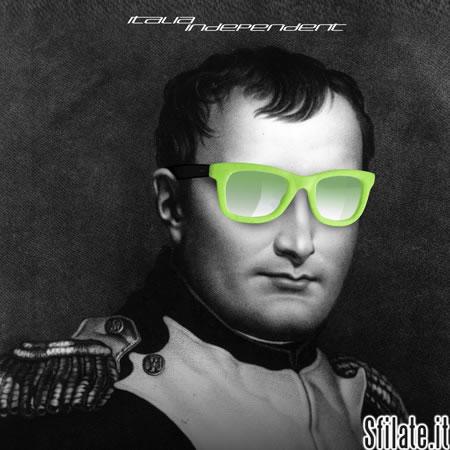 Napoleone Bonaparte indossa gli inconfondibili occhiali 090 in velluto fluo di Italia Independent