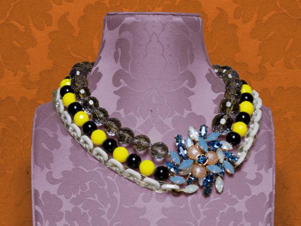 I bijoux Miu Miu si vestono di ironia e glamour diventando un prezioso alleato per completare i look estivi.