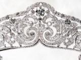 Il diadema con la fascia in stile Ghirlanda fu realizzato per la Regina Elisabetta del Belgio.