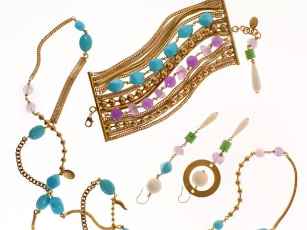 """""""Laboratorio Capri"""", la Limited Edition di bibijoux by bianca d'aniello vive di turchesi, ametiste e coralli abbinati alla calda tonalità dell'oro satinato"""