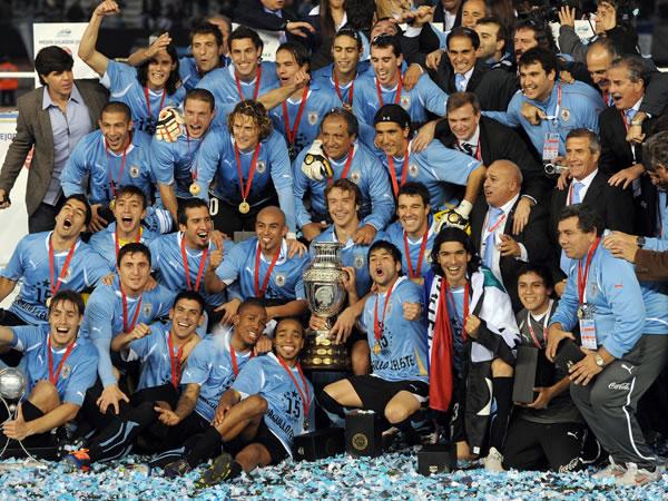 La nazionale dell'Uruguay trionfa alla Coppa America con Puma