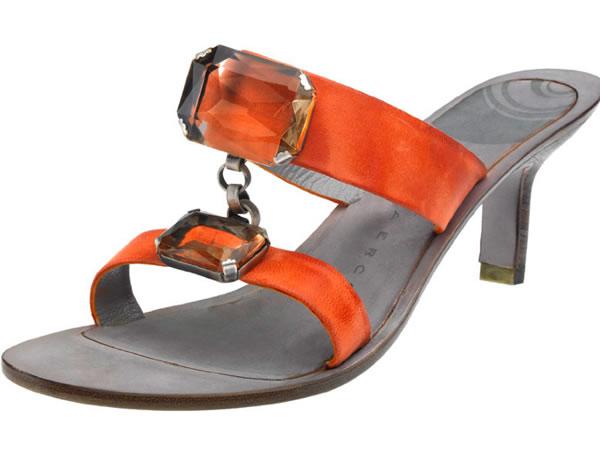 I sandali estivi di Taniaercoli si vestono dei colori estivi più accessi....arancioni sgargianti e pietre brillanti rendono questi sandali ideali per lunghe passeggiate sulla promenade.