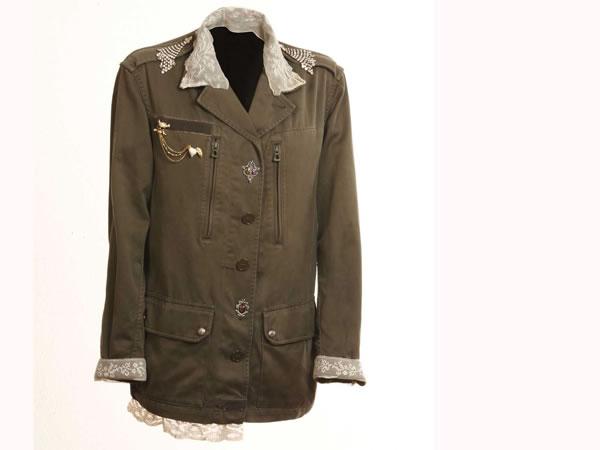 Lo stile militare diventa romantico nelle creazioni di Chiara Tescari e Cristina Molinari.