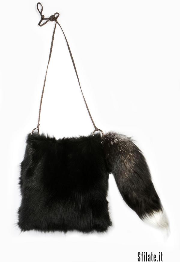 La collezione autunno inverno 2011/12 di Simonetta Ravizza è un omaggio alle donne degli anni 70.