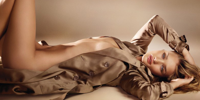 "IMMAGINE CAMPAGNA PUBBLICITARIA "" BURBERRY BODY "" CON ROSIE HUNTINGTON-WHITELEY (crediti ""© Copyright Burberry/Testino"" )"