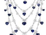 """Chopard: Cinque fili di """"luce pura"""" per questo capolavoro in oro bianco arricchito da oltre 400 diamanti taglio marquise o rotondi e da zaffiri ."""