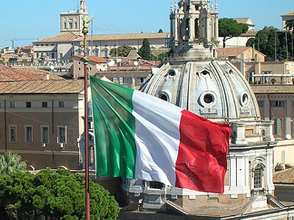 LA BANDIERA ITALIANA SFILA AL VITTORIANO A ROMA