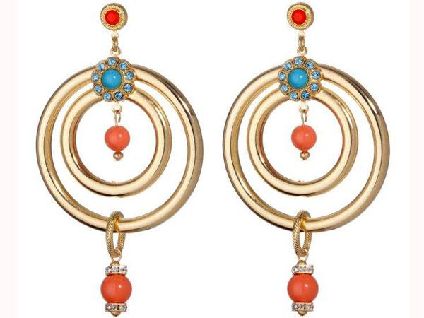 Il rosso corallo nei gioielli amuleto di Leetal Kalmanson. In questa linea la designer israeliana, esalta ancora una volta la bellezza della donna col suo mondo di ornamenti.