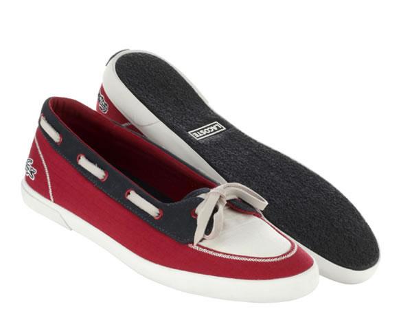 Ispirazione yachting: Bianco, rosso e blu per le scarpe da donna Lacoste