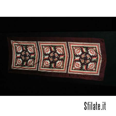 MAX MARA riproduce un fazzoletto patriottico con emblema di San Marco