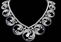 Van Cleef & Arpels per Charlene di Monaco: Ocean, Una tiara-collier, come tipico di Van Cleef & Arpels un gioiello trasformabile.