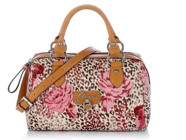 Le borse griffate Guess per la prossima Primavera/Estate 2012 si vestono di colore.