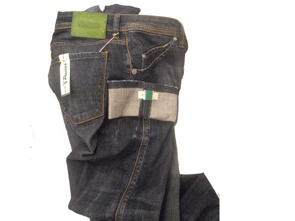 """La capsule collection """"Precious"""" è dedicata all'uomo, che dei jeans ha fatto il capo cult del proprio guardaroba"""