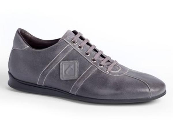 Sneaker in vitello smerigliato nebbia con logo t.