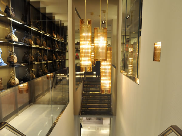 fef36ac086 Riapre il negozio Gucci in Montenapoleone, ed è puro design di classe