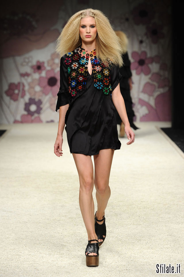Kristina Ti, collezione Donna Primavera/Estate 2012 (foto 2)