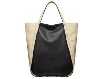 Le borse di Coccinelle per una donna ricercata