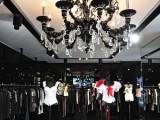 Dolce&Gabbana ha aperto la sua prima boutique monomarca a Praga, in Parížská 28