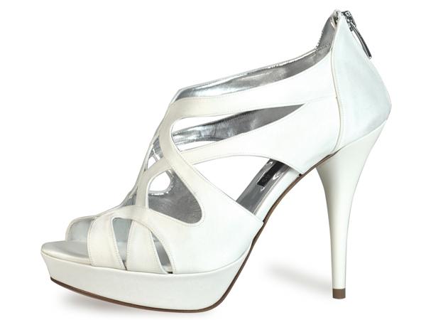 Albano svela la prima linea di scarpe da sposa e per la bambina