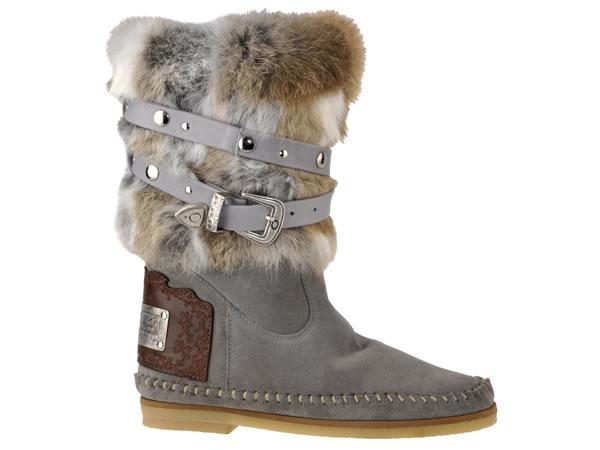 Per affrontare l'inverno con stile e un tocco di glamour in più, Karma of Charme scommette sul fascino della pelliccia.