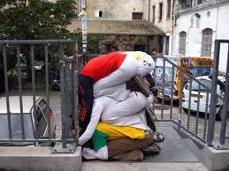 """Arriva dalla placida Austria l'ultima forma d'arte urbana: si chiama """"Bodies in Urban Spaces""""."""