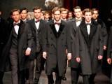 La sfilata di Dolce & Gabbana a Milano Moda Uomo è coinvolgente, forte e di grande classe