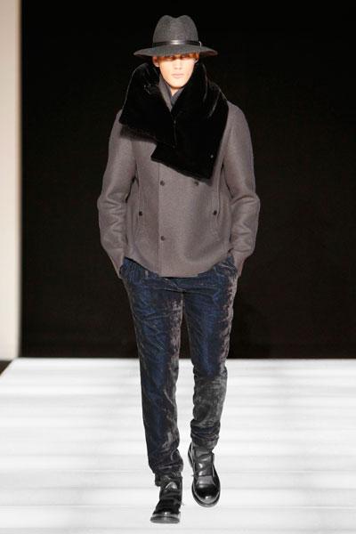 Milano Moda Uomo - Essenziale: è la parola d'ordine sulla passerella di Emporio Armani