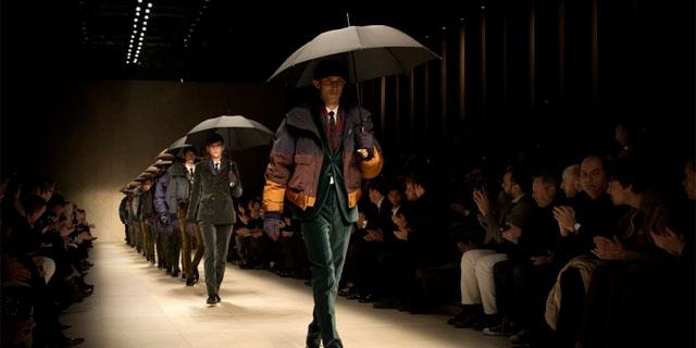 Milano Moda Uomo - Lo stile british firmato Burberry, 'sfila anche sotto la pioggia'