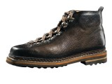 Per il prossimo autunno inverno 2012/13, Santoni si rivolge ad un uomo connoisseur libero dagli schemi.