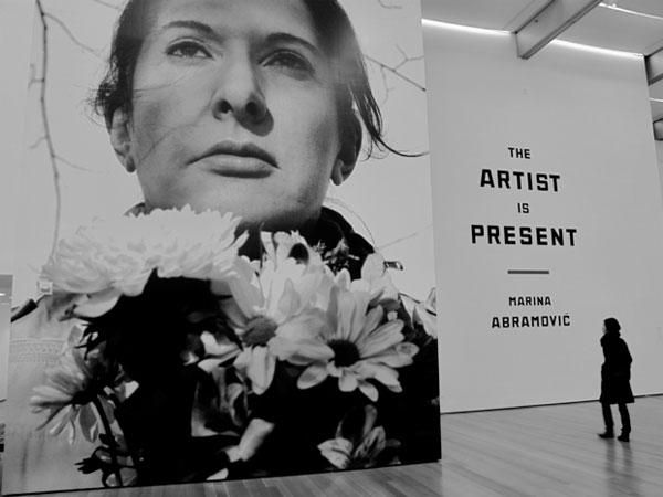 A Milano Marina Abramoviç, la più grande artista performativa del mondo.