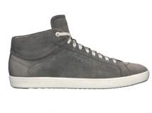 Scarpe Uomo: Per l'estate Santoni ha reinterpretato in chiave formale la scarpa outdoor.