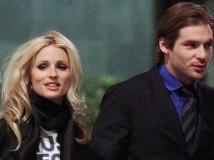 Michelle e Tomaso, coccole e baci in pubblico.
