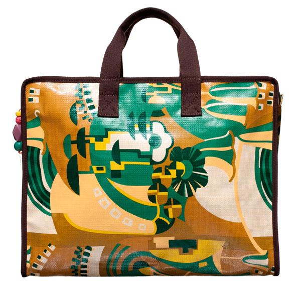 Colore e praticità per le borse e gli accessori estate 2012