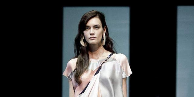 classic fit 46a9b 90897 Emporio Armani, sfilata moda donna Milano P/E 2013 - SFILATE