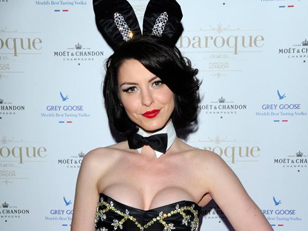Nina Naustdal crea un esclusivo completo da coniglietta, in collaborazione con Playboy Club.