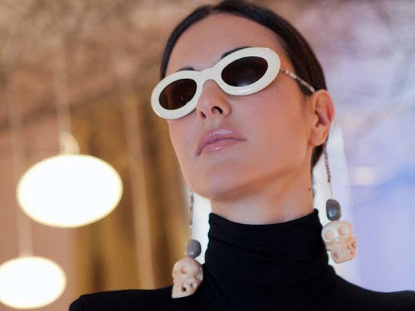 Gli occhiali gioiello si trasformano per la notte di Halloween