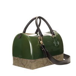 il bauletto Candy - borsa best seller del brand –interpretato nel classico color verde militare , realizzato in pvc abbinato a vitello stampa pitone