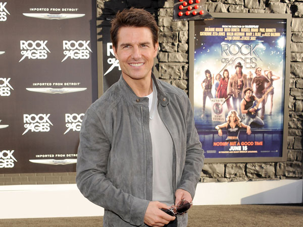 "TOM CRUISE VESTE Z ZEGNA ALLA PRIMA DEL FILM ""ROCK OF AGES"""