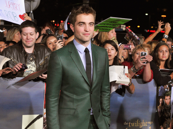 "Robert Pattinson è arrivato elegantissimo alla Premiere del Film ""The Twilight Saga: Breaking Dawn-Part 2"""